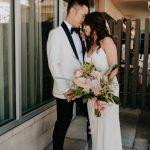 Esta boda en el Hotel Pearl combina el estilo de mediados de siglo con el ambiente hawaiano