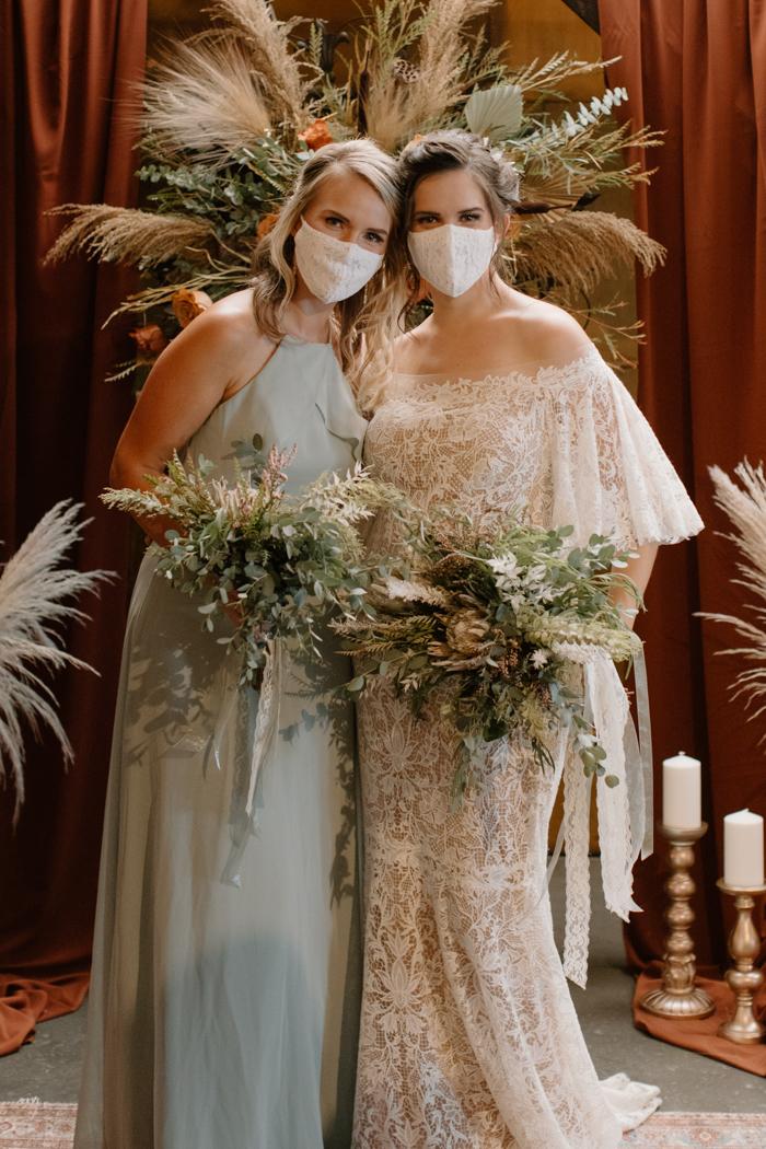 Gran boda nupcial falsa con máscaras
