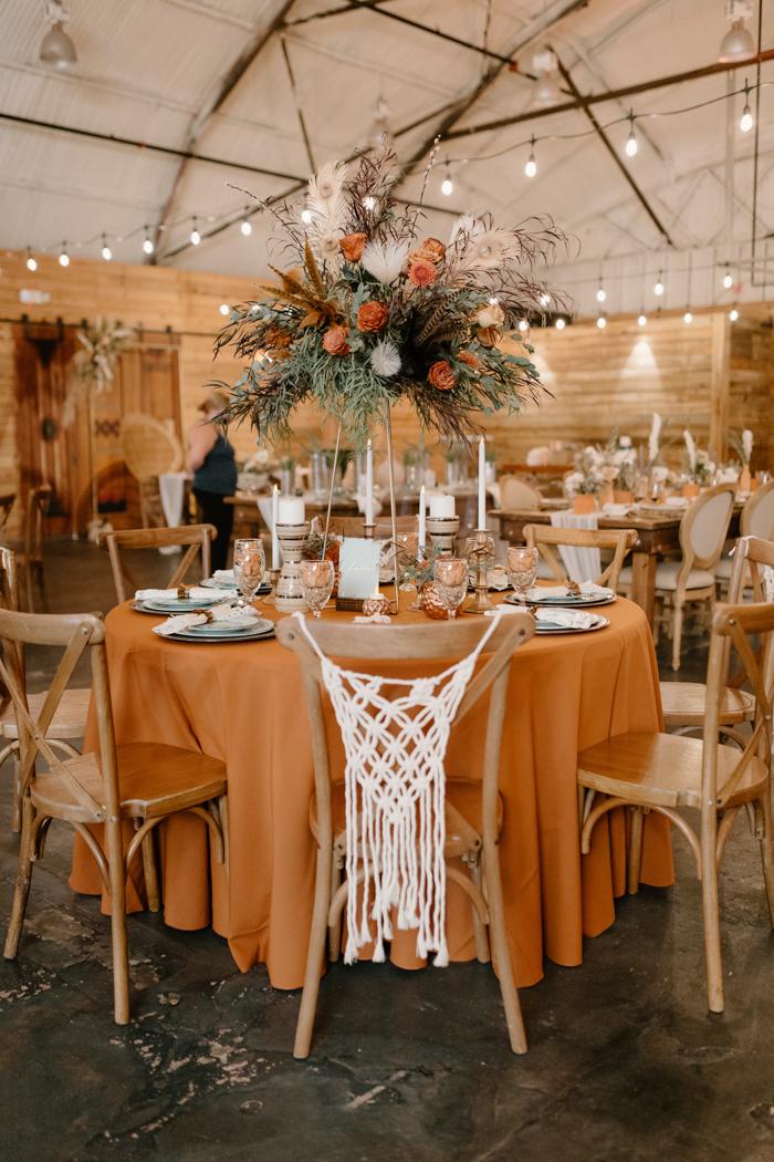 Gran opción de configuración de mesa redonda de boda falsa