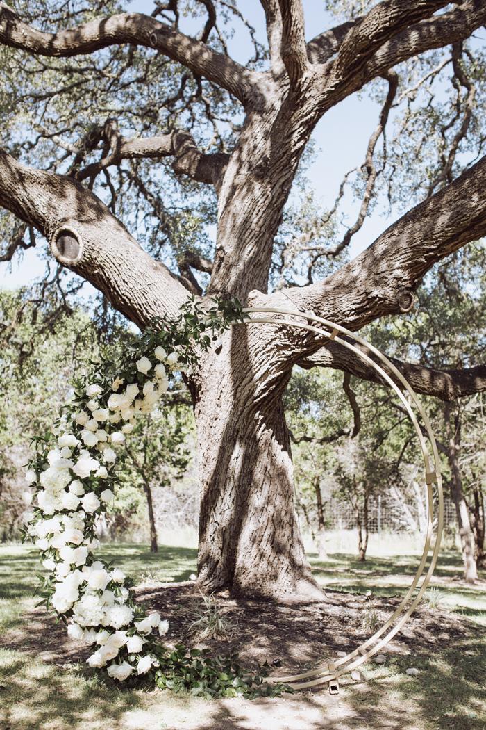 Arco ceremonial de fotografía de Gillian Menzie