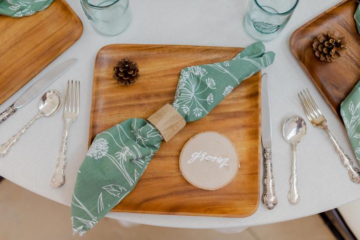 Mesa de cinco platos temática del campamento de Ally Fraustro Photography