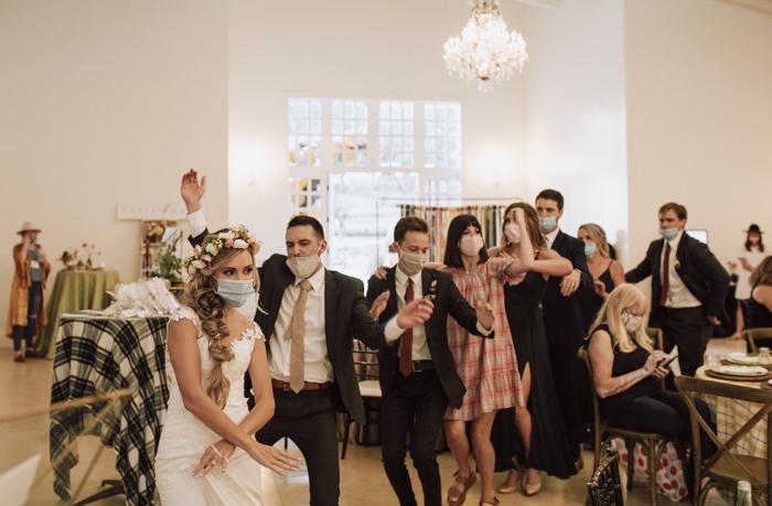 Fiesta de la máscara de la fotografía de Gillian Menzie