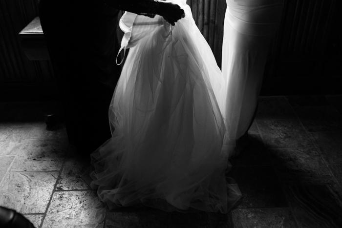 vestido de novia preparándose tiro