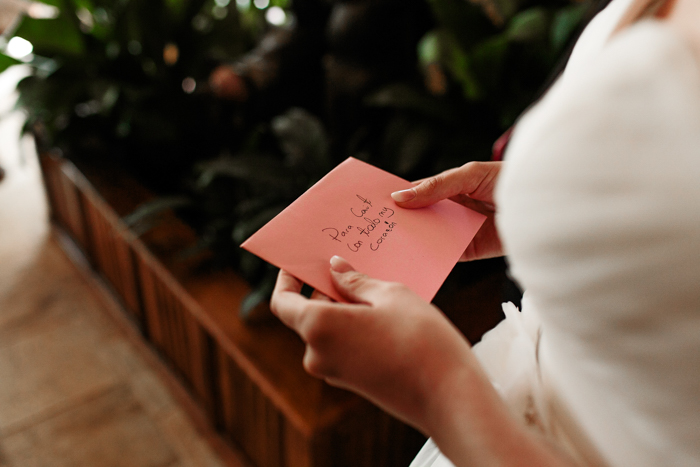 novia con carta de parientes