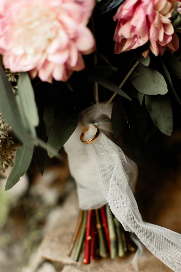 primer plano del ramo de la novia