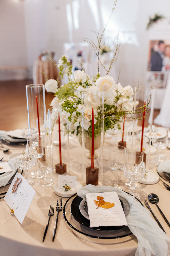 paisaje de mesa con velas