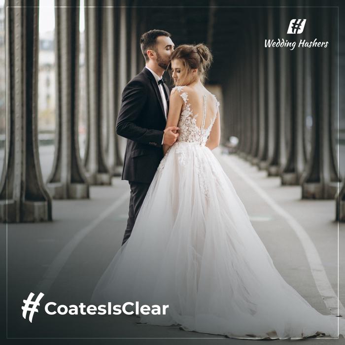 pareja bailando con texto de hashtag de boda único
