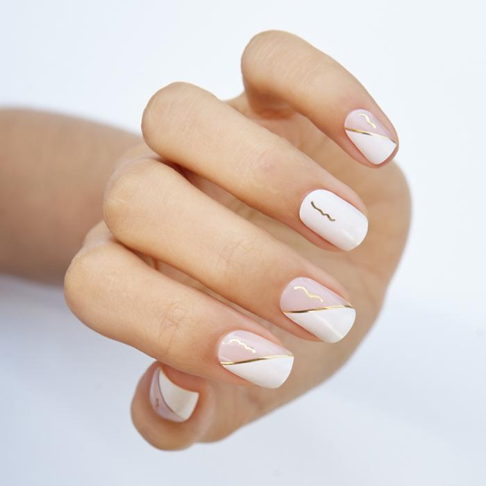 manicura en una mano